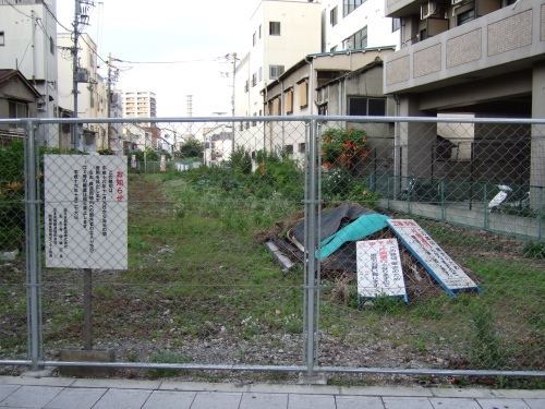 Vacant_Lot_of_Osaka_Rinko_Line (Wikimedia Commons)
